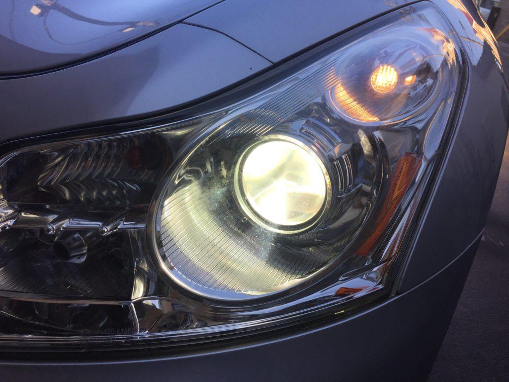車のヘッドライトを種類別に解説~安全を守るヘッドライトの機能とは